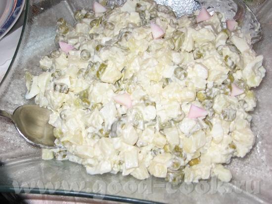 А вот и мой Новогодний стол: Маринованые грибы Оливье (не украшала, только посыпала розовыми яйцами... - 2
