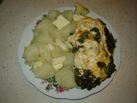 А я так скромненько навернула тарелку Печёной картошки и шпинат с сыром
