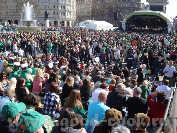 в результате ирландцы считают трехлистный клевер символом своего государства, каждый год проводят п...