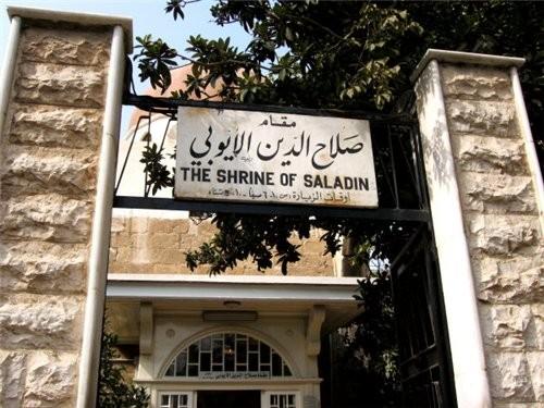 Пройдя рынок попадаем на площадь около мечети Омейядов Здесь множество лавочек торгующих всем чем м... - 4