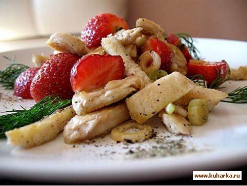 салат с курицей и клубникой филе куриное 200 гр,клубника 100 гр,луковица белая,уксус 3% 1 ст