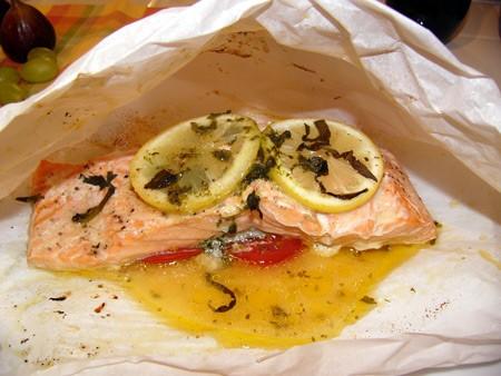 Любителям красной рыбки посвящается Конвертики с лососем, травами и ароматизированным маслом - 2