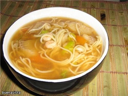 Китайский рыбный суп с креветками* Для бульона: 2,5 л воды 1 морковка 1 луковица 100 г белокочанной...