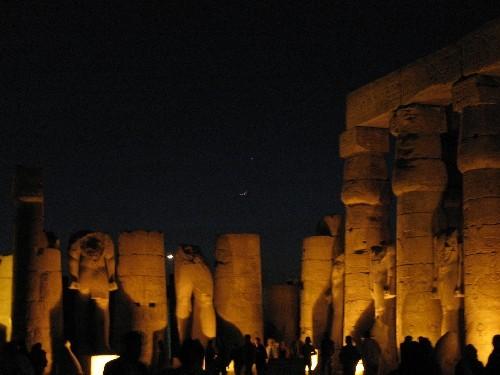 Храм Луксор Моя любимая фотография (хоть и не самая качественная) – в темном небе Луксора над камня... - 4