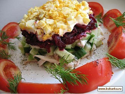 салат с кальмарами и свеклой кальмары 4 шт,огурцы свежие 2 шт,свекла вареная 2 шт,яйца вареные 2 шт...