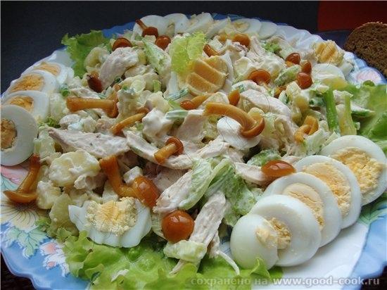 В этом салате по рецепту нужно мясо, но я его заменила на курицу, еще репчатый лук заменила зеленым - 2
