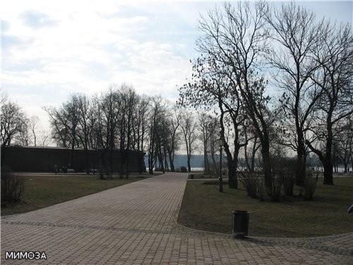 Это вкратце история основания Петропавловской крепости, ну а мы с вами, напоминаю, двигаемся пока в... - 2