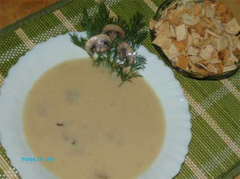 А я сегодня сварила суп-пюре с грибами, к нему как раз и сухарики пригодились