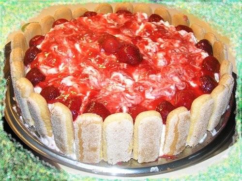 Сейчас сезон клубники, поэтому тоже покажу несколько клубничных тортов Обсыпной торт с клубничным к... - 3
