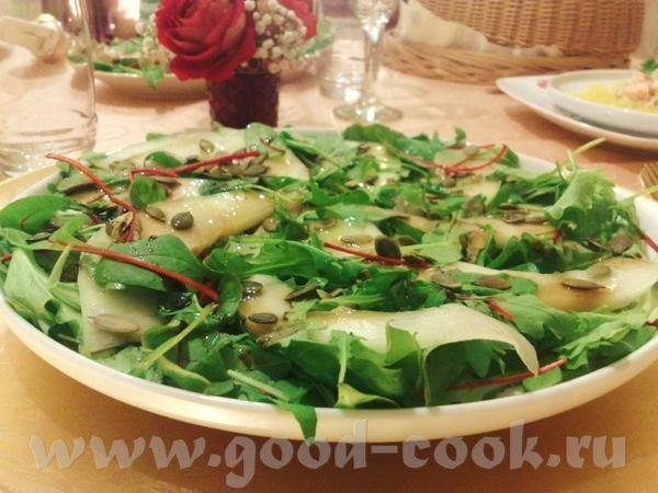 Холодные закуски: Крабовый салат с апельсиновым желе Салат с дыней и тыквенными семечками Профитрол... - 2