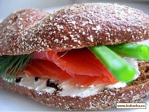 салат из помидор с моцареллой и бутеры из хлеба он смешно называется краюшки,сыр альметте с зеленью... - 2