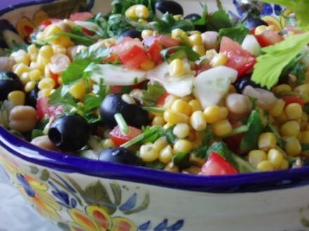 Просто крекерсы с копченой куринной грудкой Салат,овощной (помидор,огурец,кукуруза,кинза,горох нут,... - 2