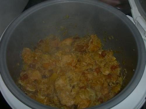 Курица с рисом и с фруктами
