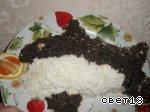 7 - половину тела рыбки выкладываем тертыми белками на мелкой терке, вторую половину - маслинами (... - 2
