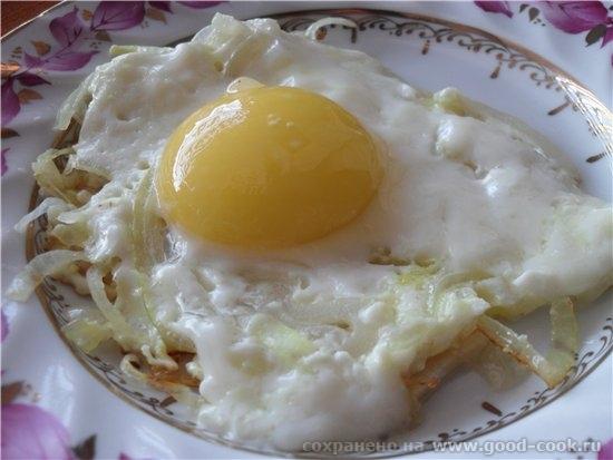 Яичница с салом и луком Картофель жареный с грибами и с консервированным салатиком
