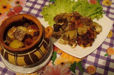 А у нас сегодня опять горшочки, мужу свининка с картошкой, нам с дочей - с цветной капустой (за фот...