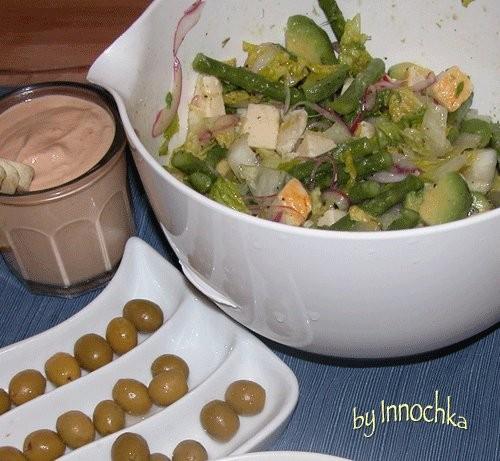 А ето сразу два наших ужина Первыи легенькии: салат, тарамасалата и оливки но зато второи