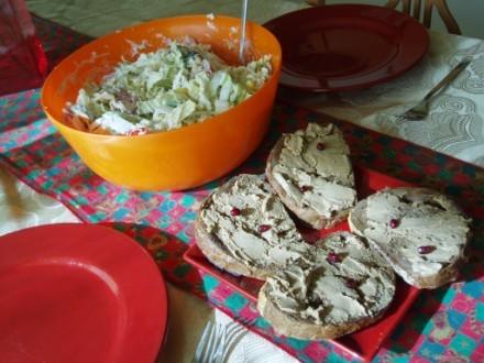 На ланч мы вчeра покушали бутеры с печеночным паштетом и салат Веселый Тунец а уже вечерком посидел...