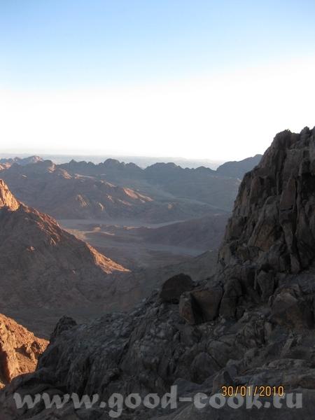 Так живут местные бедуины, это дом бедуина А вон там внизу Монастырь Святой Екатерины, к которому м... - 2