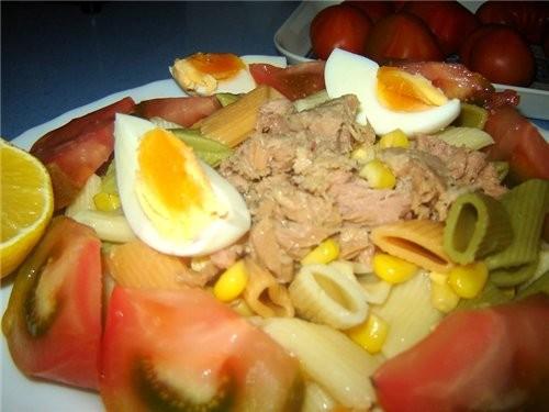 Ensalada de macarrones Существует несколько видов салата с макаронами