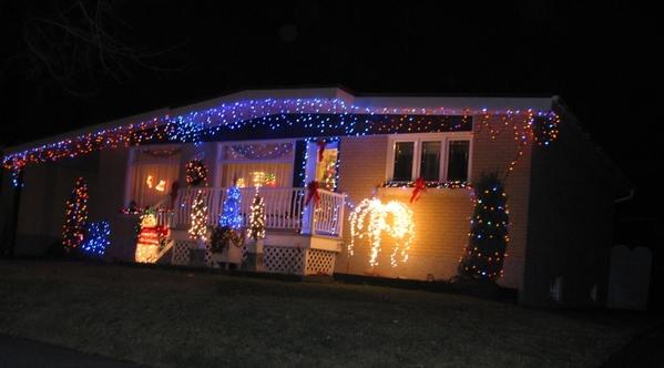 Ну что, начну показ уличных украшений домов к Рождеству - 3