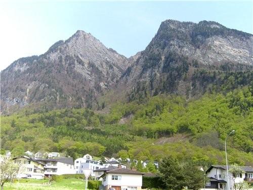 Лихтенштейн-малюсенькое княжество-государство, проехать его можно всего за час и уже попадаешь в Шв...