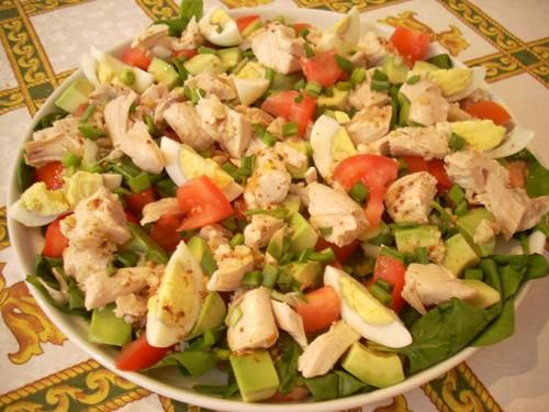 хороший, сытный, полезный салат, уместный для летнего ланча - 2