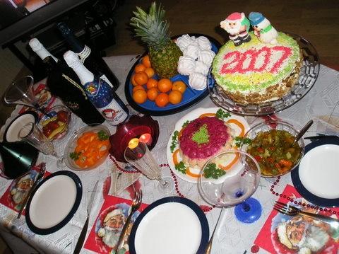 Новогодний стол получился очень скромненьким