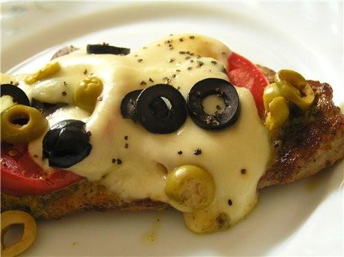 Свиные отбивные в томатном соусе Свиные шницели с соусом песто и моцареллой - 2