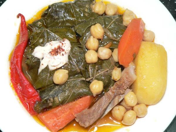 Таджикская Долма Это пока ещё в казане: А это уже готово: Варим густой суп: Мясо(лучше кости с мясо... - 2