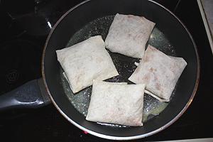 конвертики из лаваша с ячневой кашей и яйцом