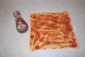 спиральки с томатным соусом и сыром