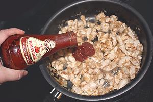 курица тушёная с томатным соусом