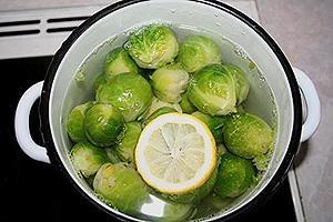 брюссельская капуста запечённая под фруктово-сметанным соусом