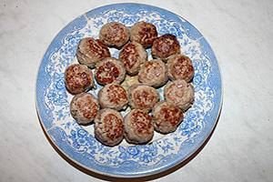 """фрикадельки тушёные в соусе """"Ткемали"""""""