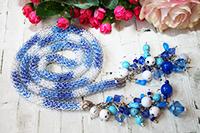лариат хрустальный бело-сине-голубой с двумя кистями из бусин (№ 6)