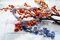 колье хрустальное сине-бело-голубое с кистью на перемычке (№ 18)
