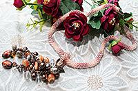 колье хрустальное розовато-коричневое с кистью на перемычке (№ 32)